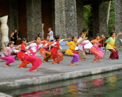 Young Balinese dancers at the Alila Hotel