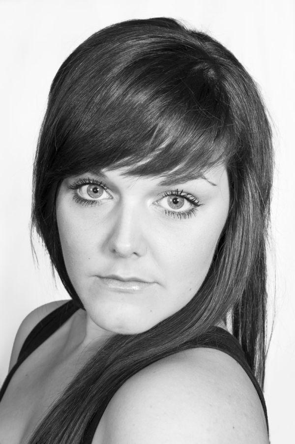 Headshot of young aspiring actress