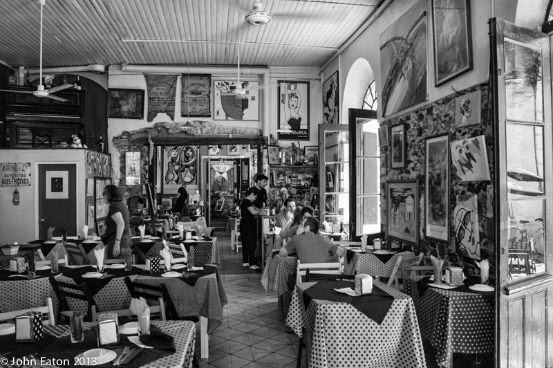 Colonia, Restaurant