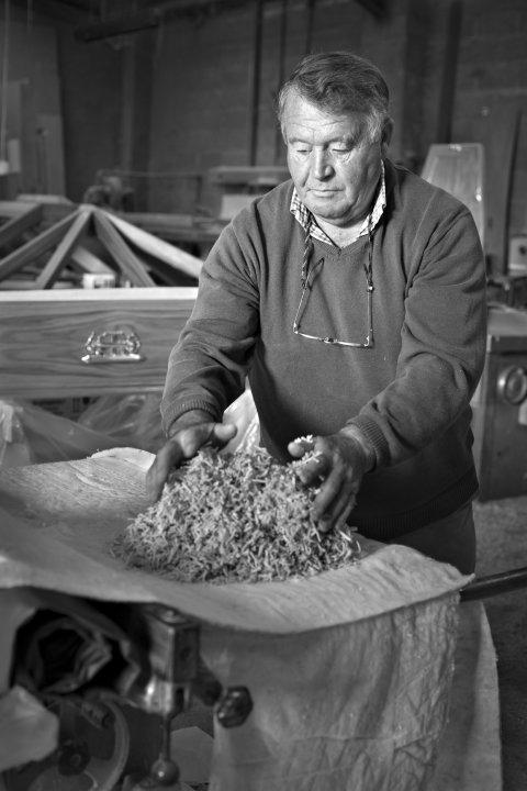 John Thompson making a coffin pillow, September 2014