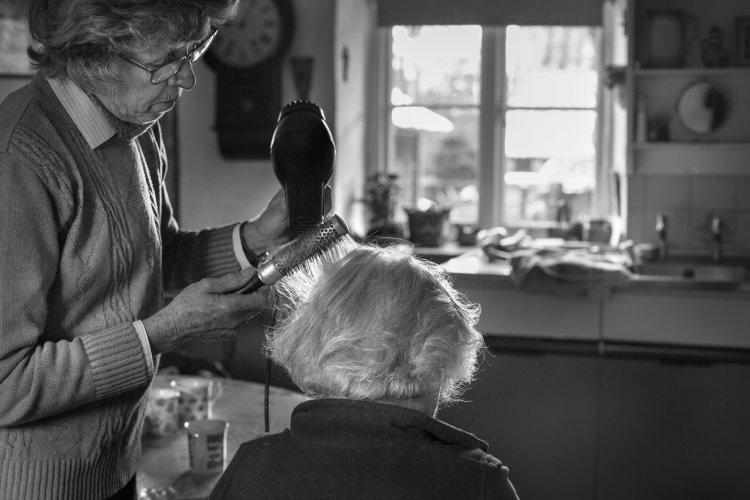 Lynne Lynch drying Betty Fox's hair, December 2017