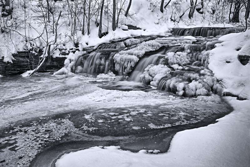 Chutes de Montigny en hiver - noir et blanc