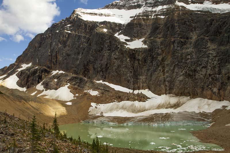 Mont Edith Cavell et son lac glaciaire