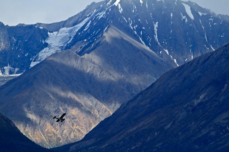Avion survolant le glacier Matanuska