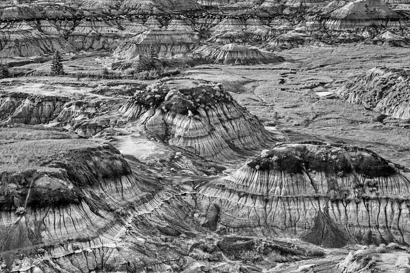 Trois collines dans les badlands - noir et blanc