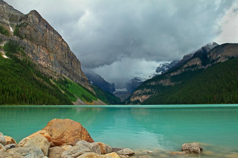 Lac Louise avant l'orage