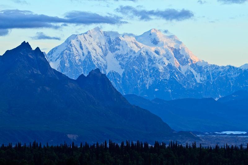 Mont Hunter sous les premiers rayons du soleil