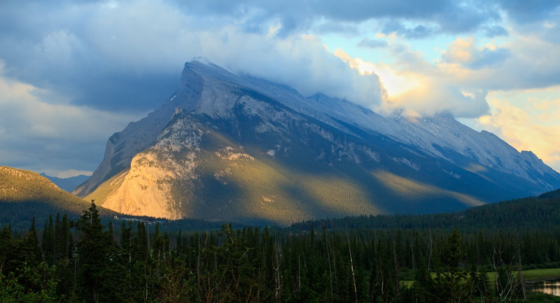 Mont Rundle au coucher du soleil