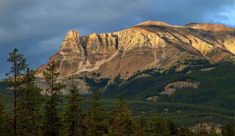 Montagne au coucher du soleil 2