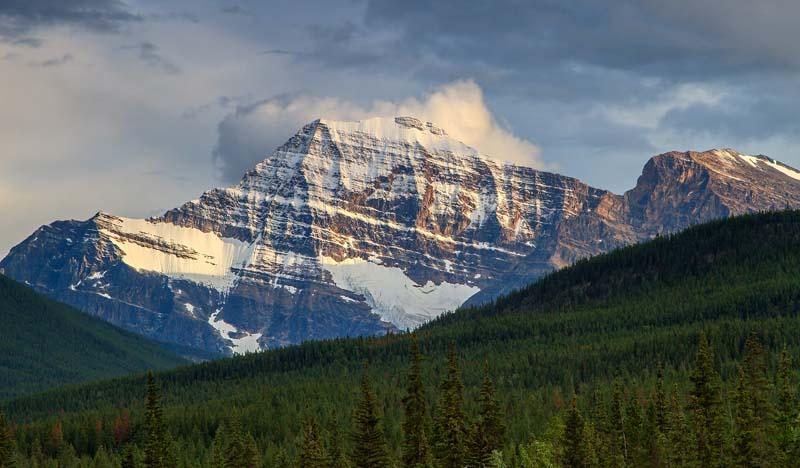Montagne au coucher du soleil 1