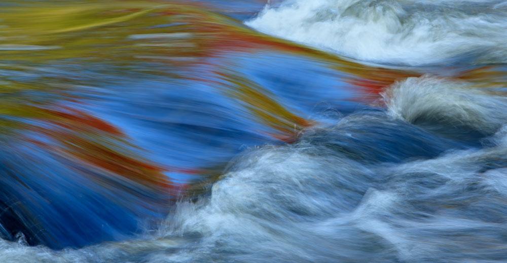 Reflets d'automne dans les rapides 3