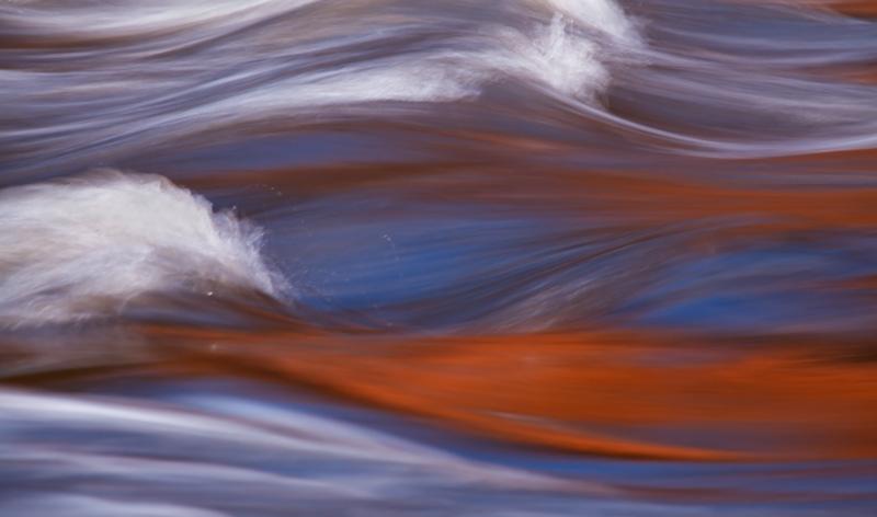 Reflets d'automne dans les rapides 1