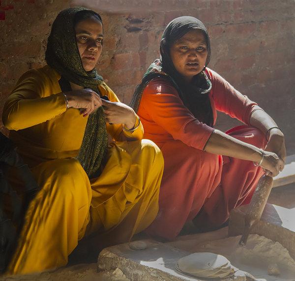 kitchen helpers_golden temple
