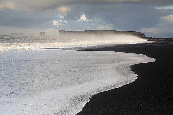 helsenifs hellir beach