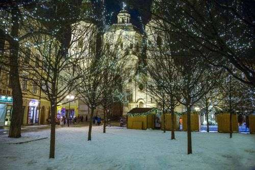 square in winter