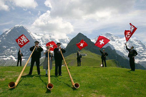 Alphorns and flag-throwers