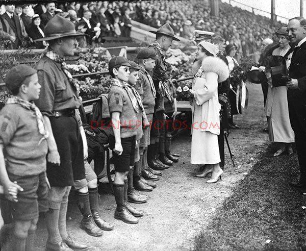 img295 Duchess of York with Blind at Edinburgh 1935-zoom