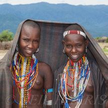 Arbore - Smiling girls
