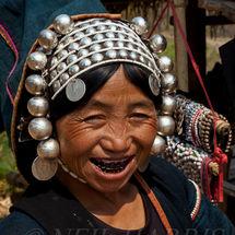 Akha - Silver smile