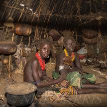 Dassenach - Inside a hut