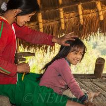 Loi - Helping little sister