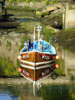BOAT IN STAITHES REFLECTED
