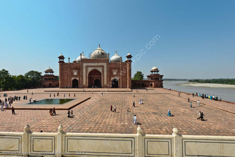 dsc1972 Mosque-at the Taj Mahal-