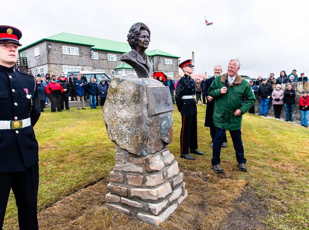 3984  Thatcher Sculpture