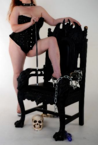 Mistress BBW Willow - Mistress of all she surveys