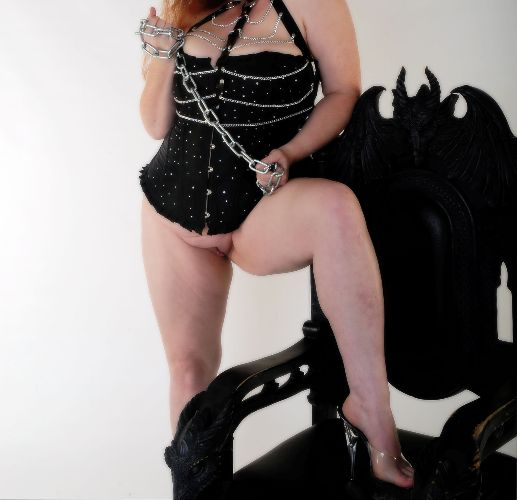 Mistress BBW Willow - Strongest link