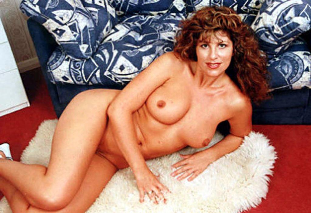 Gilly Sampson - Nude