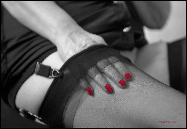 Amanda - Red nails