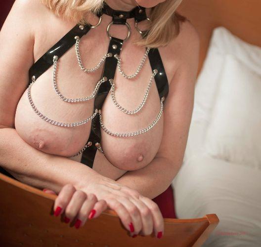 Amanda - Nail and nipples