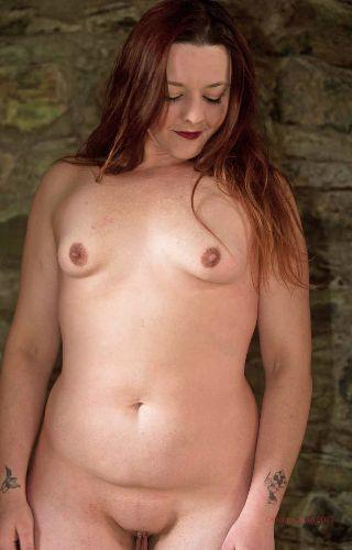 Lou - Nude in a ruin
