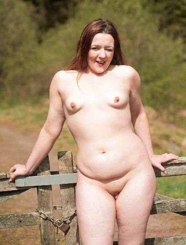 Lou - Sunny day nudist