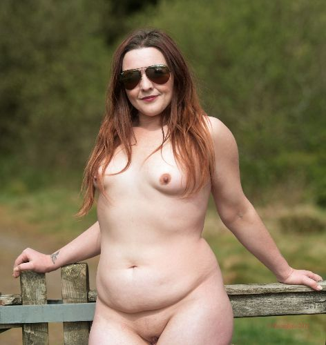 Lou - Outdoor nude