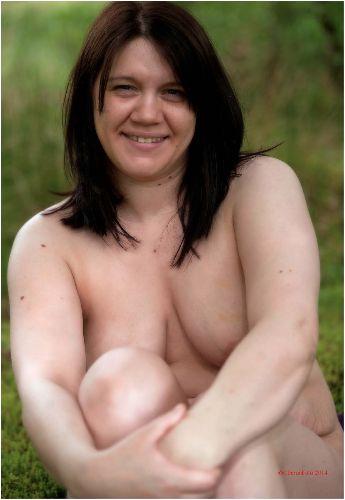 Lucy - Happy nudist