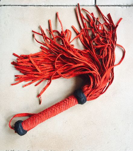 Red suede flogger - 75-tails