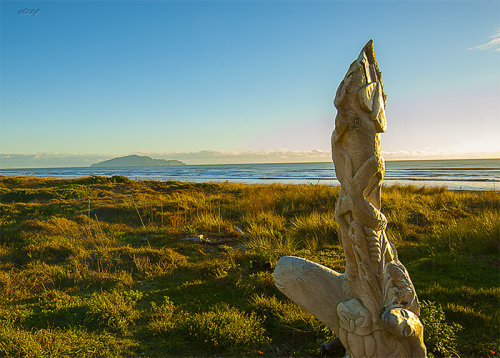 wood carving1665 Otaki Beach