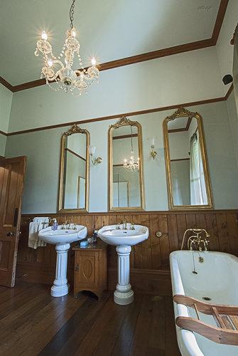 Salisbury Rd villa bathroom