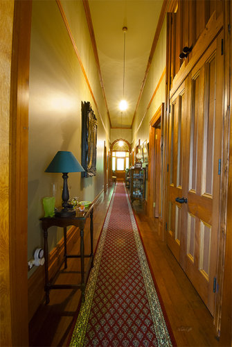 Salisbury Rd villa hall1347
