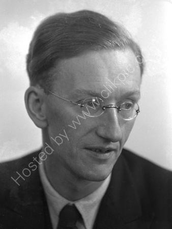Allen Hutt. (1937)