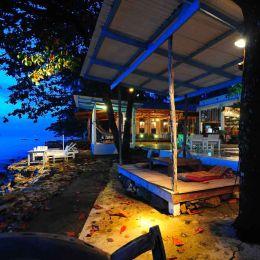 The beach bar at Warapura resort