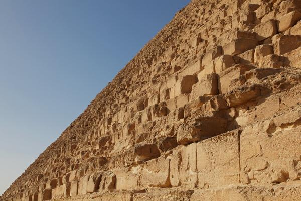 Pyramide wall