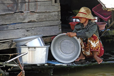 Dishwashing, Tonle Sap