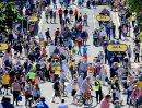 14 Race Day Crowds 2