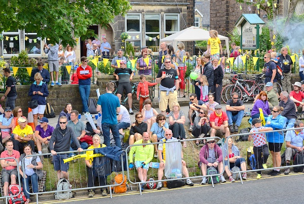 16 Ripon Road Crowd