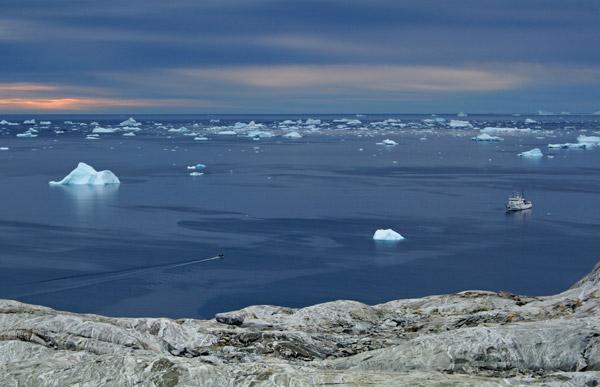 Umivik Bay - Ship, Zodiac and Whales(?).