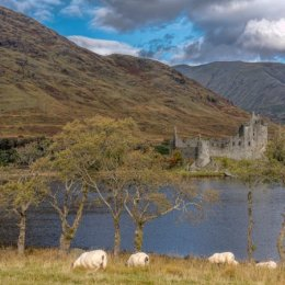 Kilchurn Castle And Moutains