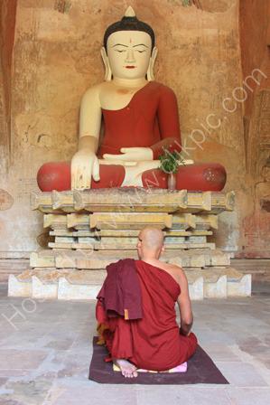 Monk Praying, Su-Ma-La-Ni Phato, Bagan